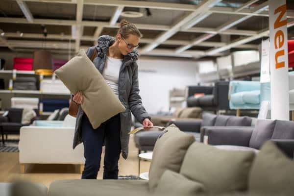 buying-black-friday-furniture