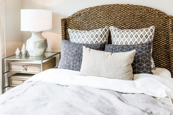 inexpensive-pillows-for-bed