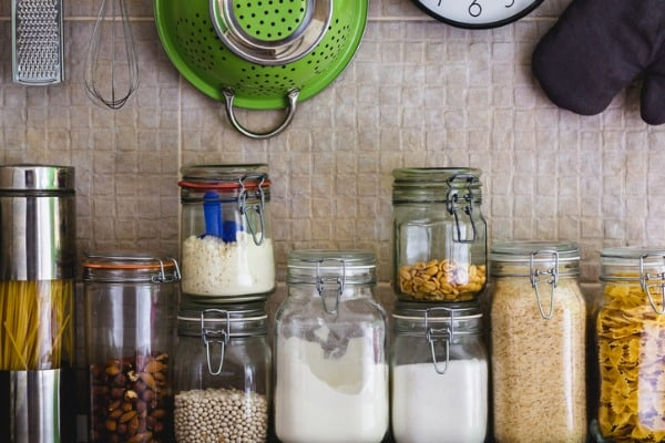 kitchen-jars-and-hanging-utensils