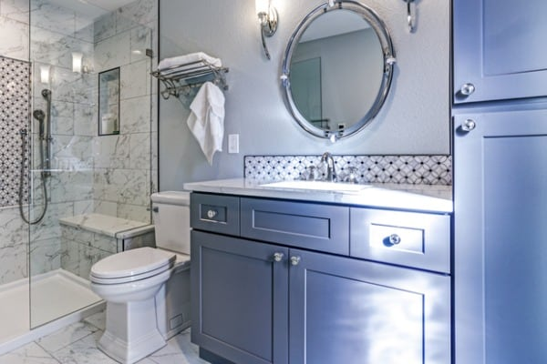 painting-small-bathroom-example
