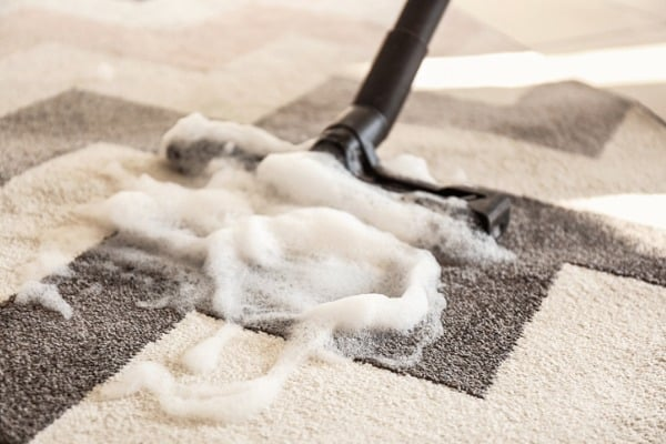 wet cleaning carpet