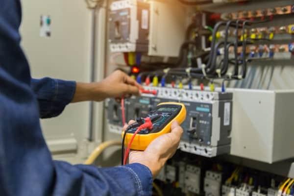 Hiring electricians in Brisbane