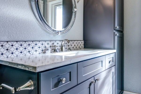 backsplash-bathroom-vanity