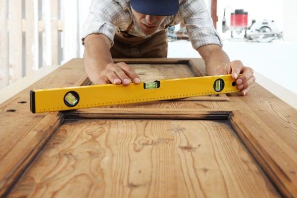 carpenter-using-level