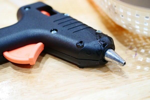 glue-guns-leaking
