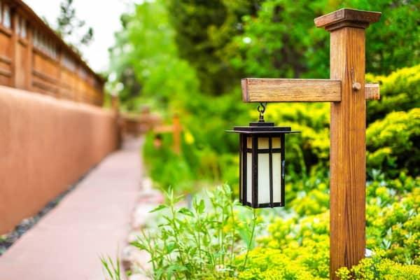 hanging-lantern-lamp-light-on-wooden