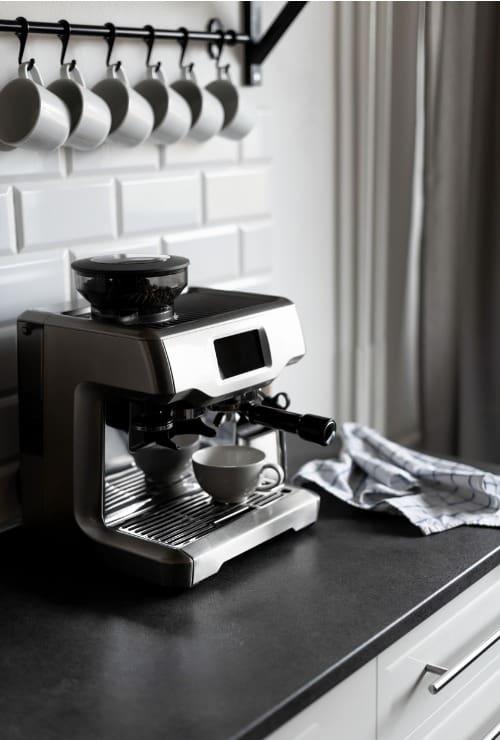 hanging-mugs-above-coffee-maker