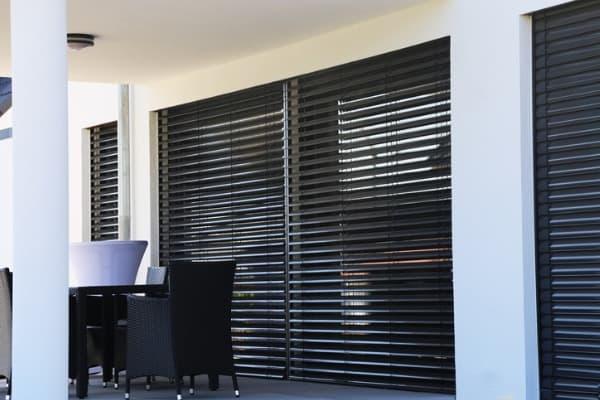 outdoor-blackout-blinds