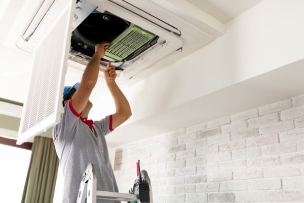 air-conditioner-contractor-working