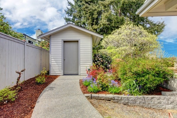 backyard-small-shed-and-flower