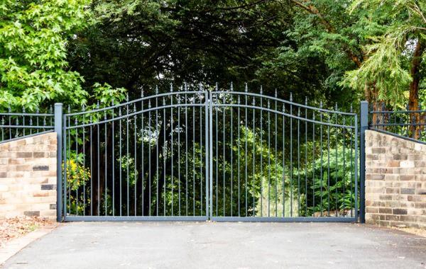 installed-driveway-gate