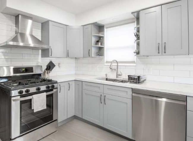 bm silver chain kitchen photo