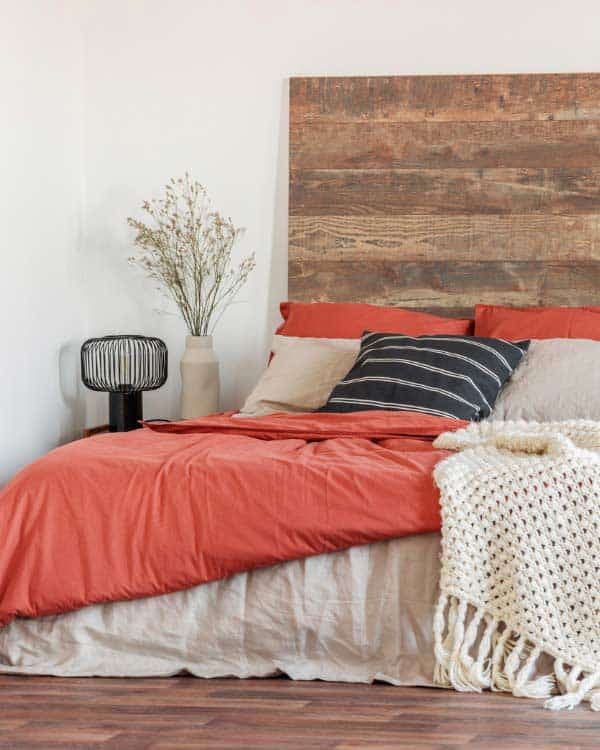 using coral bedroom linens